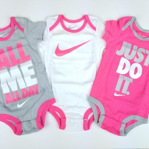 Bodysuits Nike Swoosh Three-Piece Infant Baby Bodysuit Set